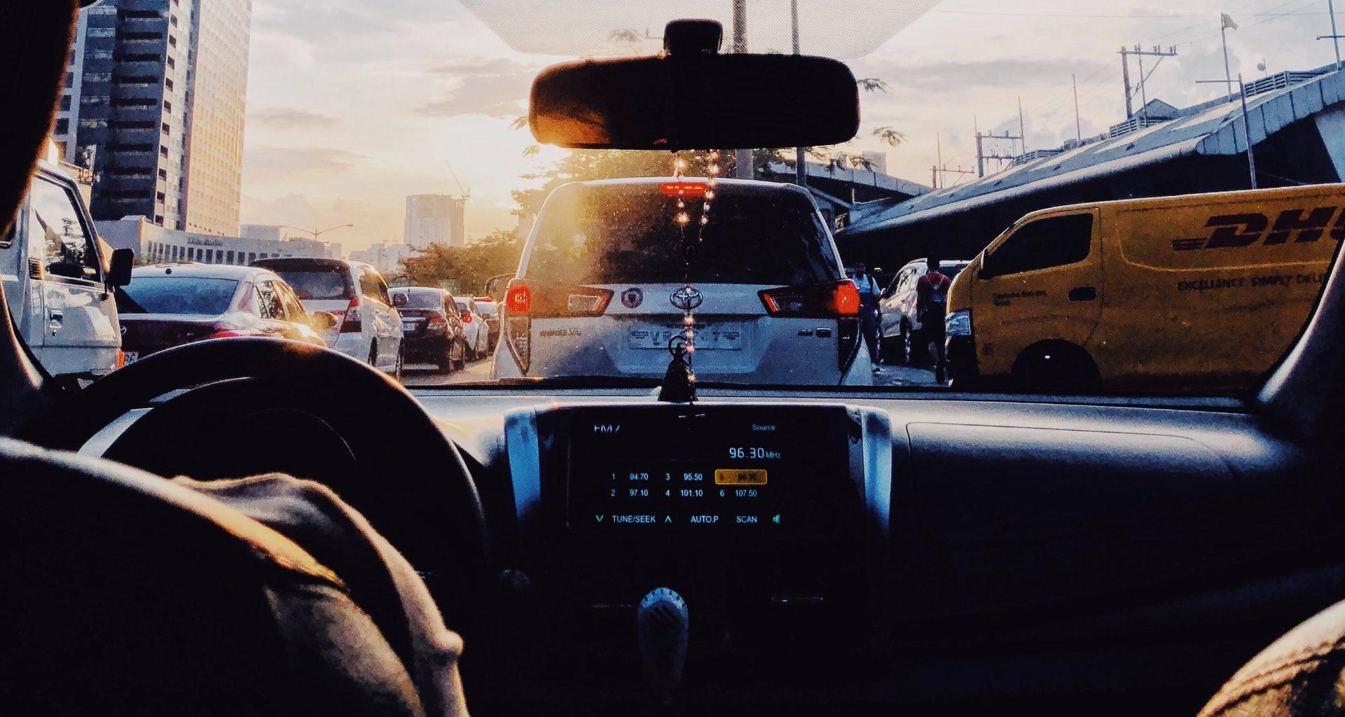 Elektro-Roller oder Auto: Wer ist der Pendlerkönig?